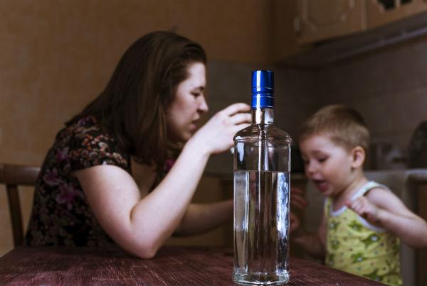 Развитие, симптомы и лечение женского алкоголизма